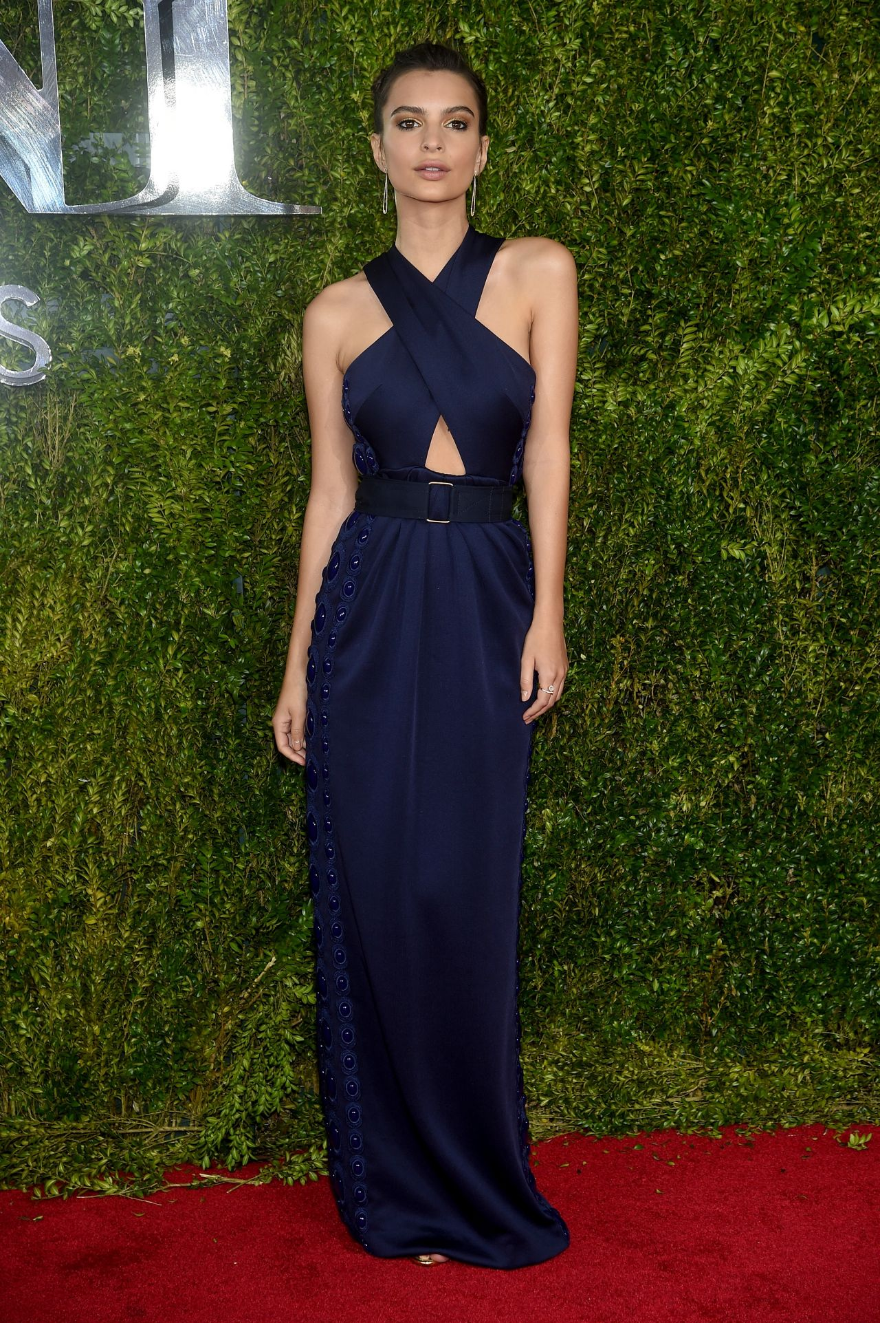 emily-ratajkowski-2015-tony-awards-in-new-york-city_4