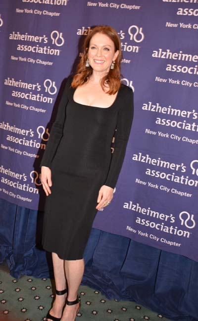 Julianne- Moore -alzheimers-association-new-york-city-chapters-2015-forget-me-not-gala