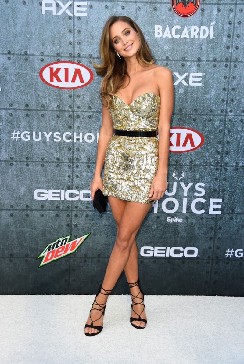 hannah-davis-at-spike-tv-s-guys-choice-awards-in-culver-city_3