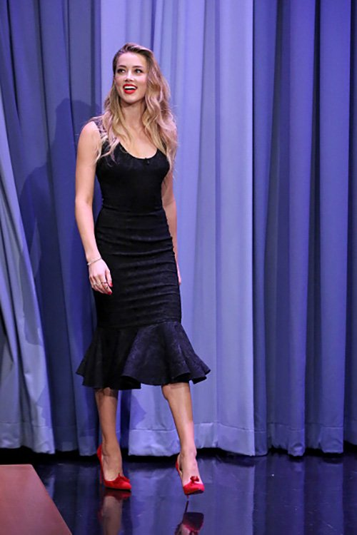 amber-heard-in-dolce-gabbana-at-the-tonight-show-starring-jimmy-fallon