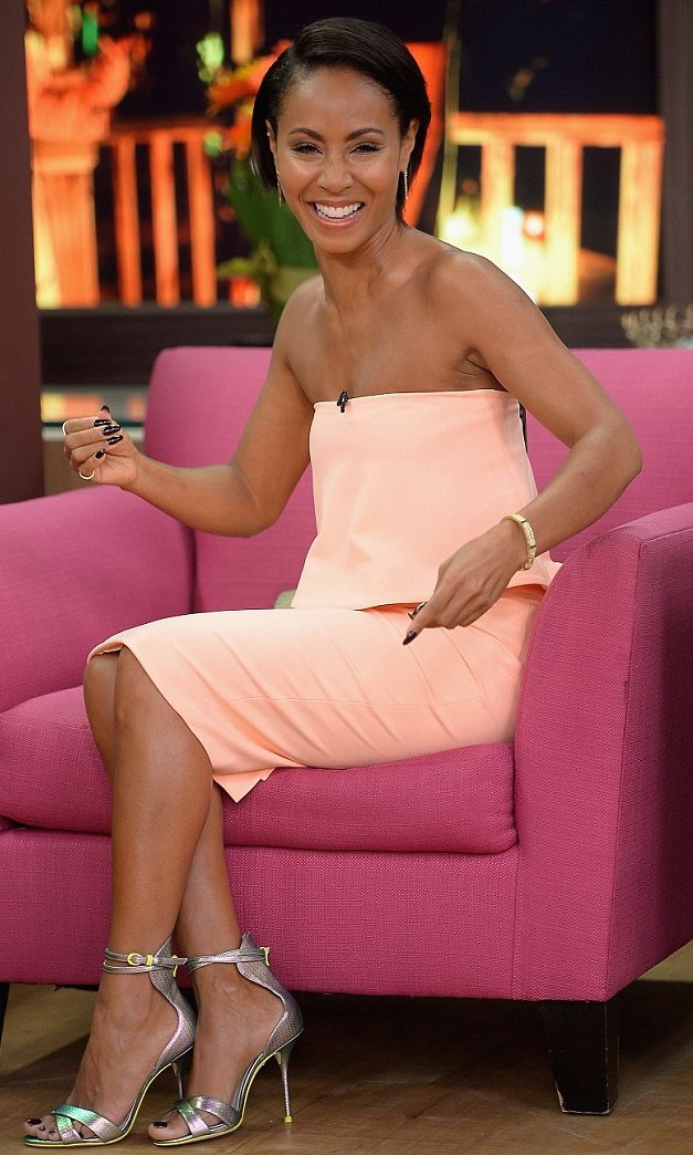 jada-pinkett-smith-peach-dress-jcrew-sophia-webster-nicole-textured-leather-sandals