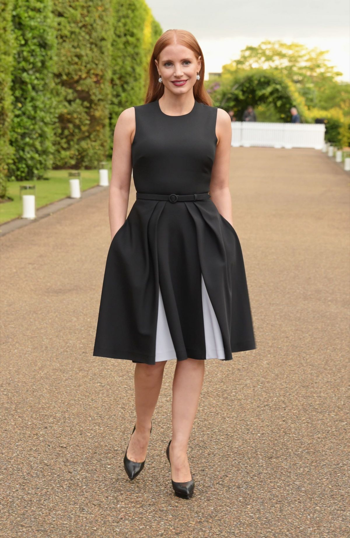 jessica-chastain-at-vogue-and-ralph-lauren-wimbledon-party-in-london_
