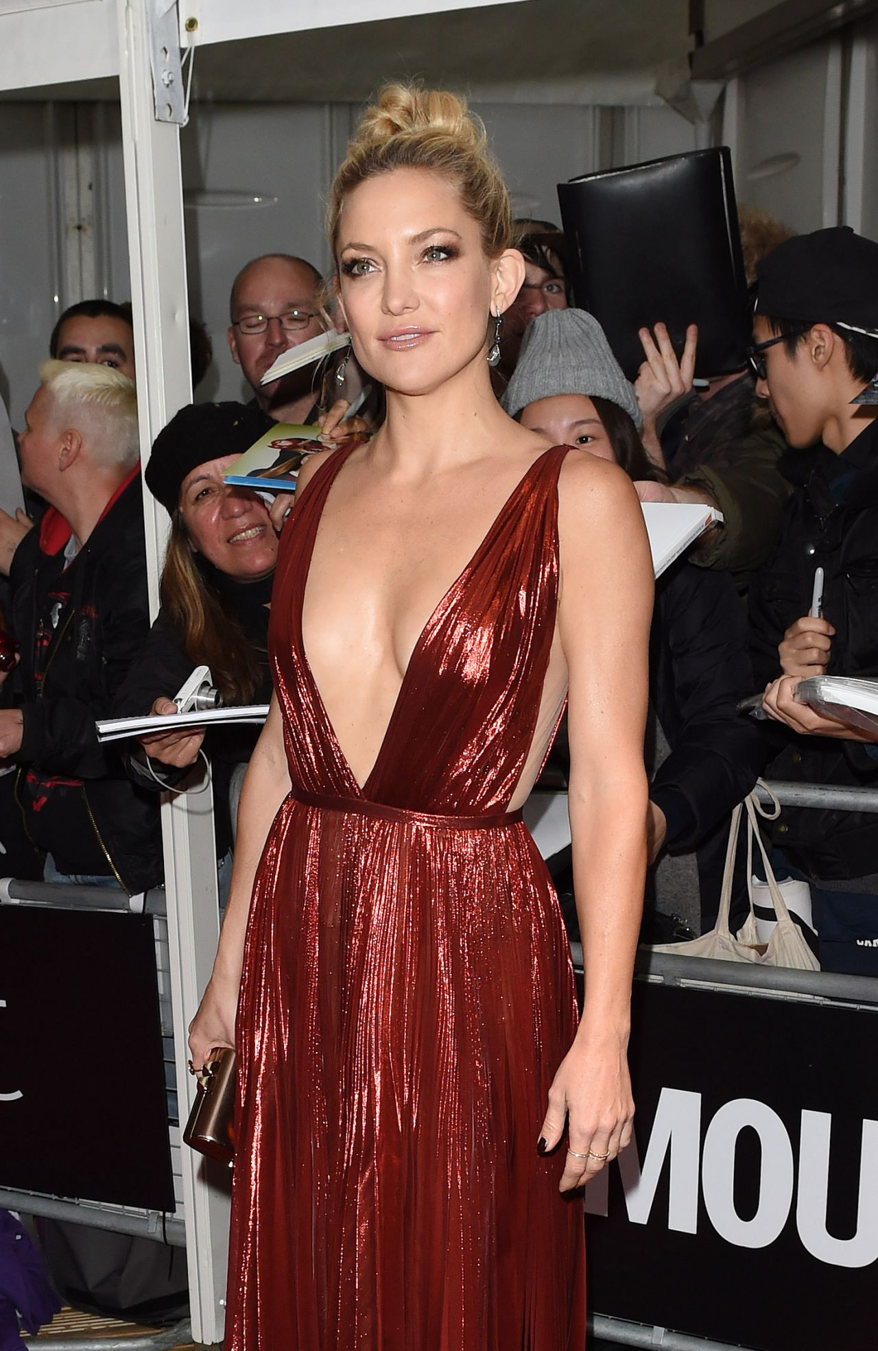 kate-hudson-2015-glamour-women-of-the-year-awards-in-london_