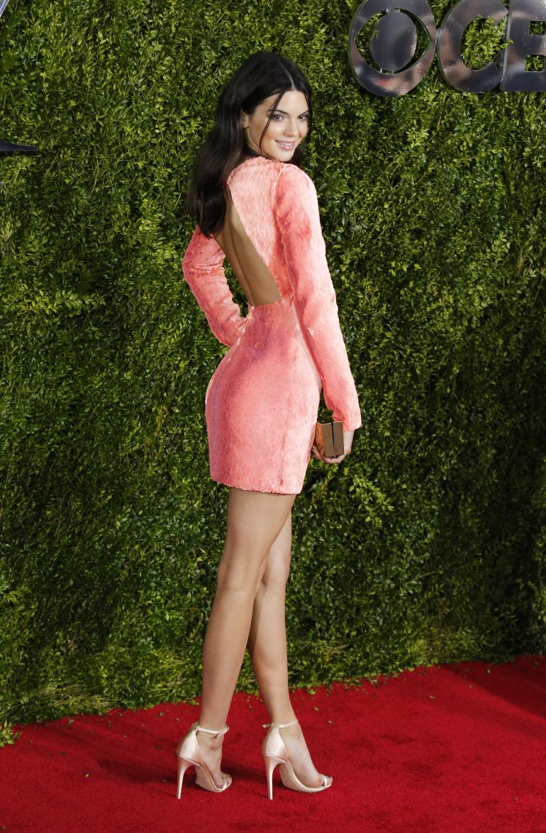 kendall-jenner-in-calvin-klein-at-the-2015-tony-awards