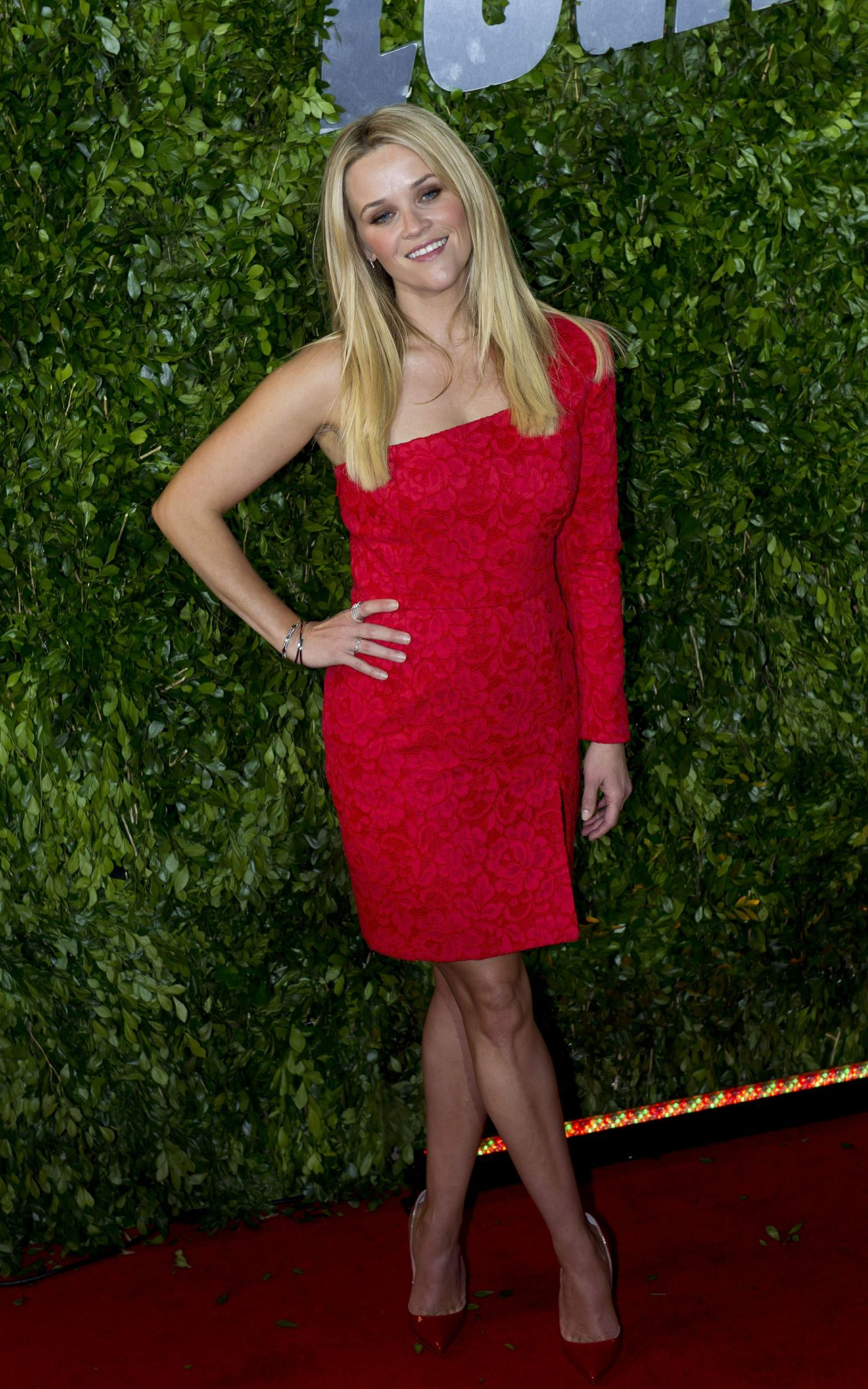 reese-witherspoon-sofia-vergara-hot-pursuit-premiere-in-mexico-city_9