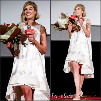 rosamund-pike-in-antonio-berardi-gone-girl-shanghai-intternational-film-festival-premiere