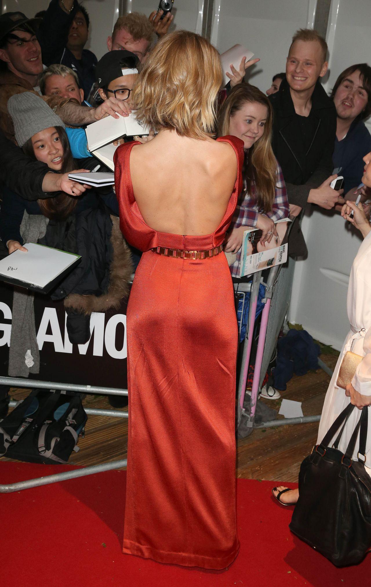 rosie-huntington-whiteley-in-cushnie-et-ochs-2015-glamour-woman-of-the-year-awards