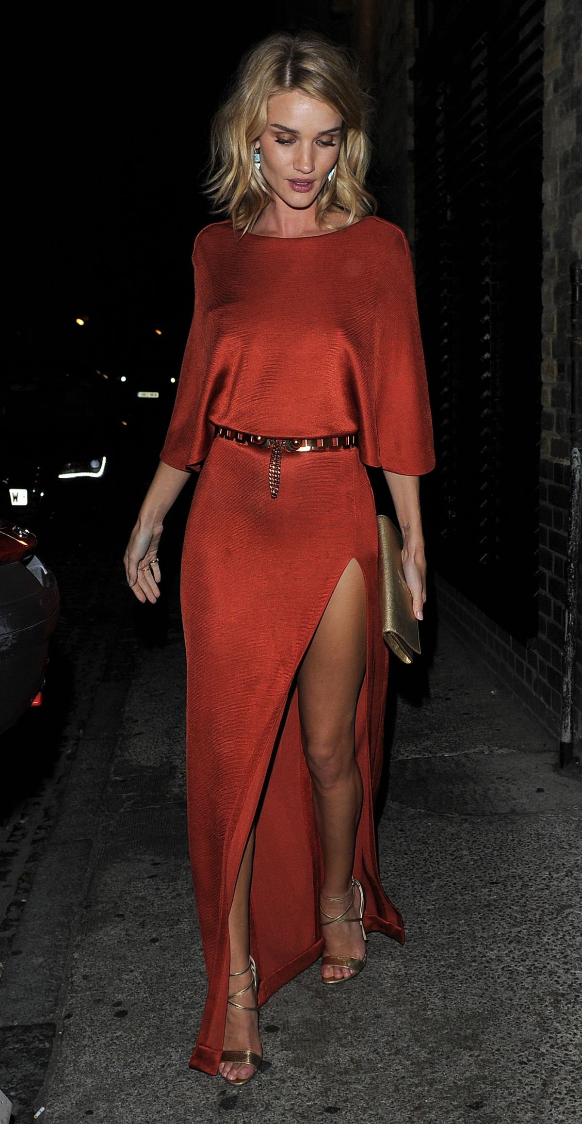 rosie-huntington-whiteley-arrives-at-chiltern-firehouse-in-london_1