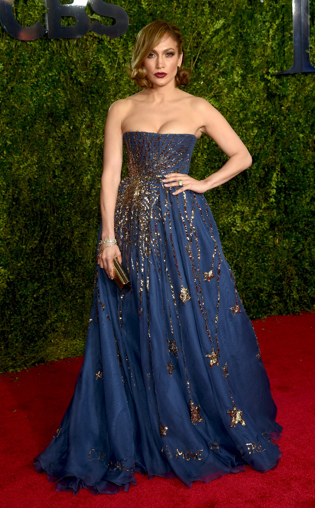 jennifer-lopez-in-valentino-couture-at-the-2015-tony-awards