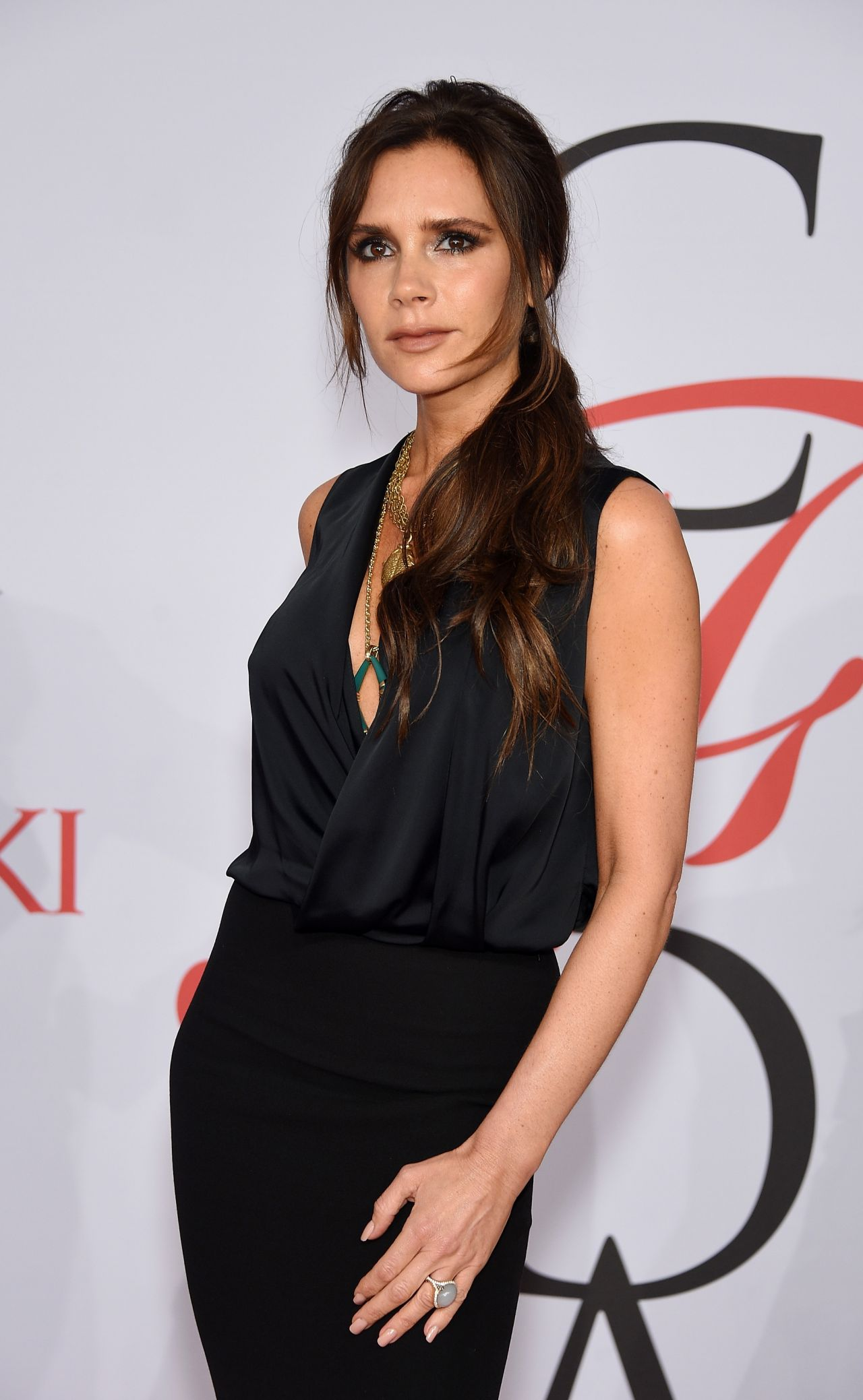 victoria-beckham-2015-cfda-fashion-awards-in-new-york-city_4