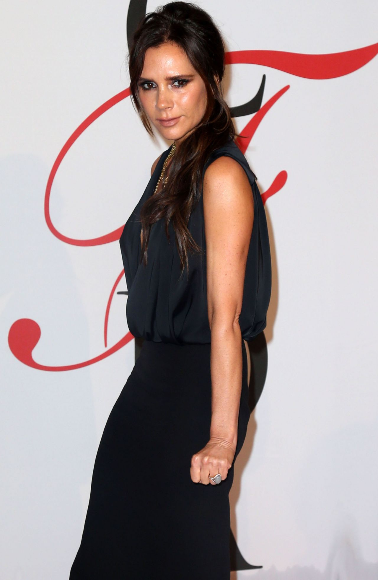 victoria-beckham-2015-cfda-fashion-awards-in-new-york-city_9
