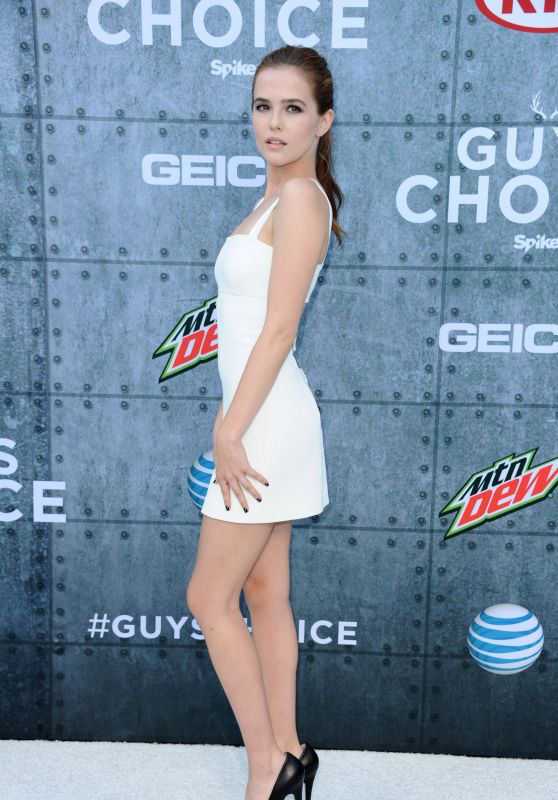 zoey-deutch-in-alexander-wang-at-the-2015-spike-tv-guys-choice-awards