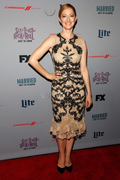 judy-greer-in-alexander-mcqueen-at-the-married-new-york-series-premiere