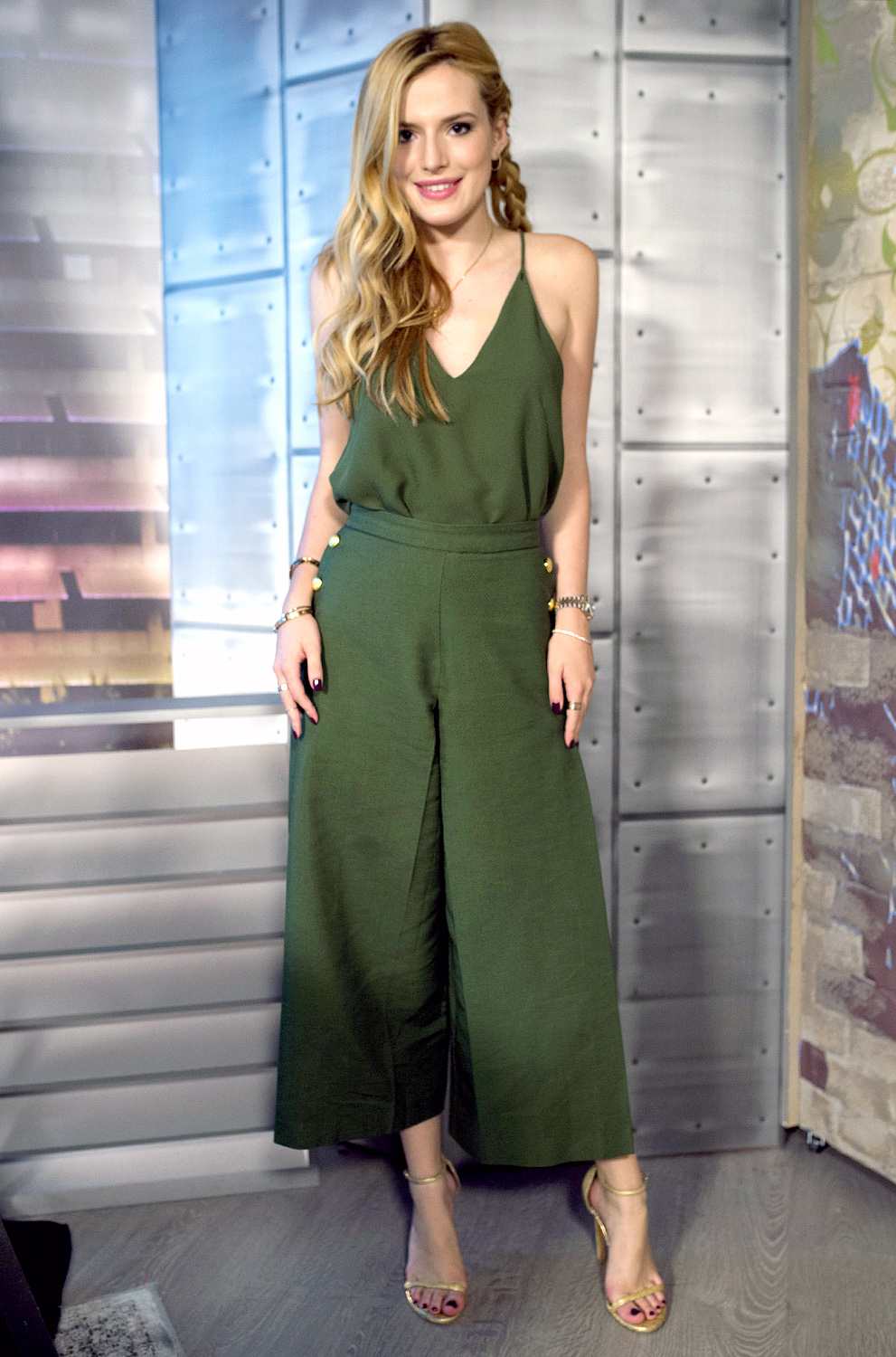 bella-thorne-in-camilla-marc-and-on-the-lowdown