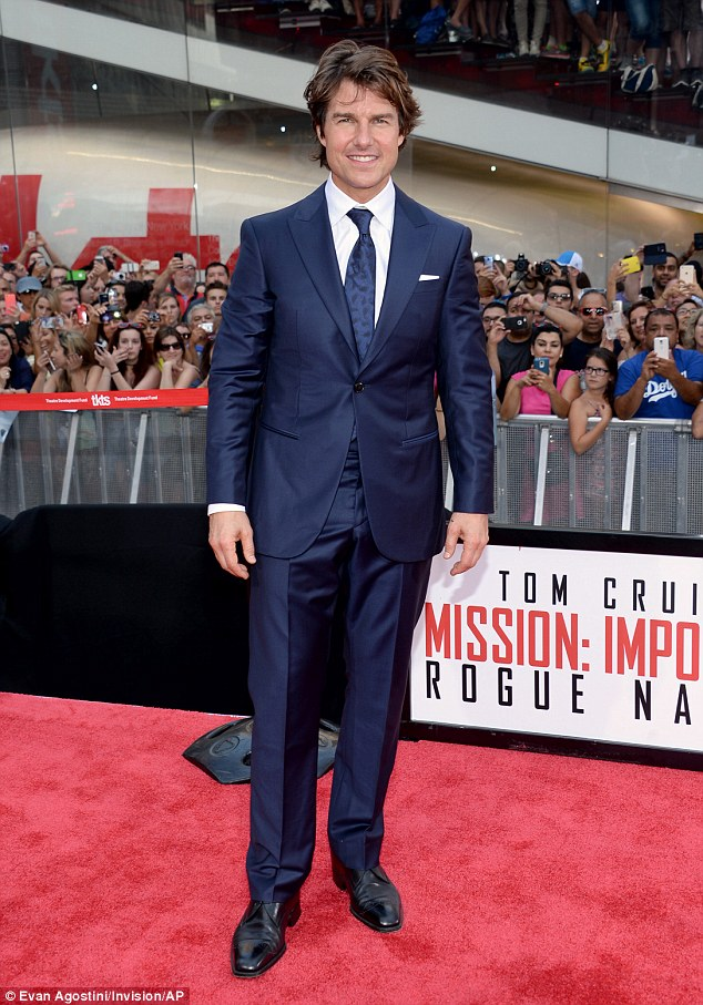 tom-cruise-in-giorgio-armani-mission-impossible-rogue-nation-new-york-premiere