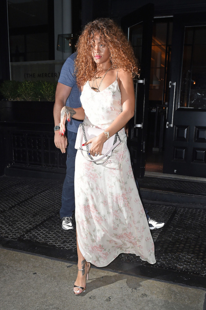 Rihanna -seen- out- for- dinner- at- the -'Mercer- Kitchen-- restaurant- in- Soho- NYC