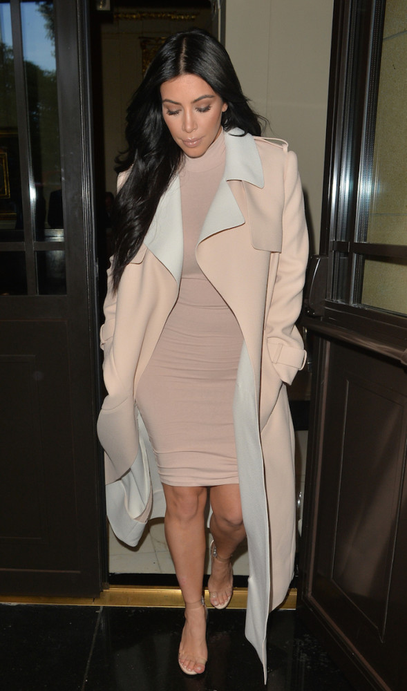 Kim -Kardashian- in-balenciaga- London