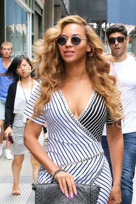 Beyonce-Romeo-Hunte-Black-and-White-Asymmetric-Wrap-Pinstripe-Dress-new-york-city