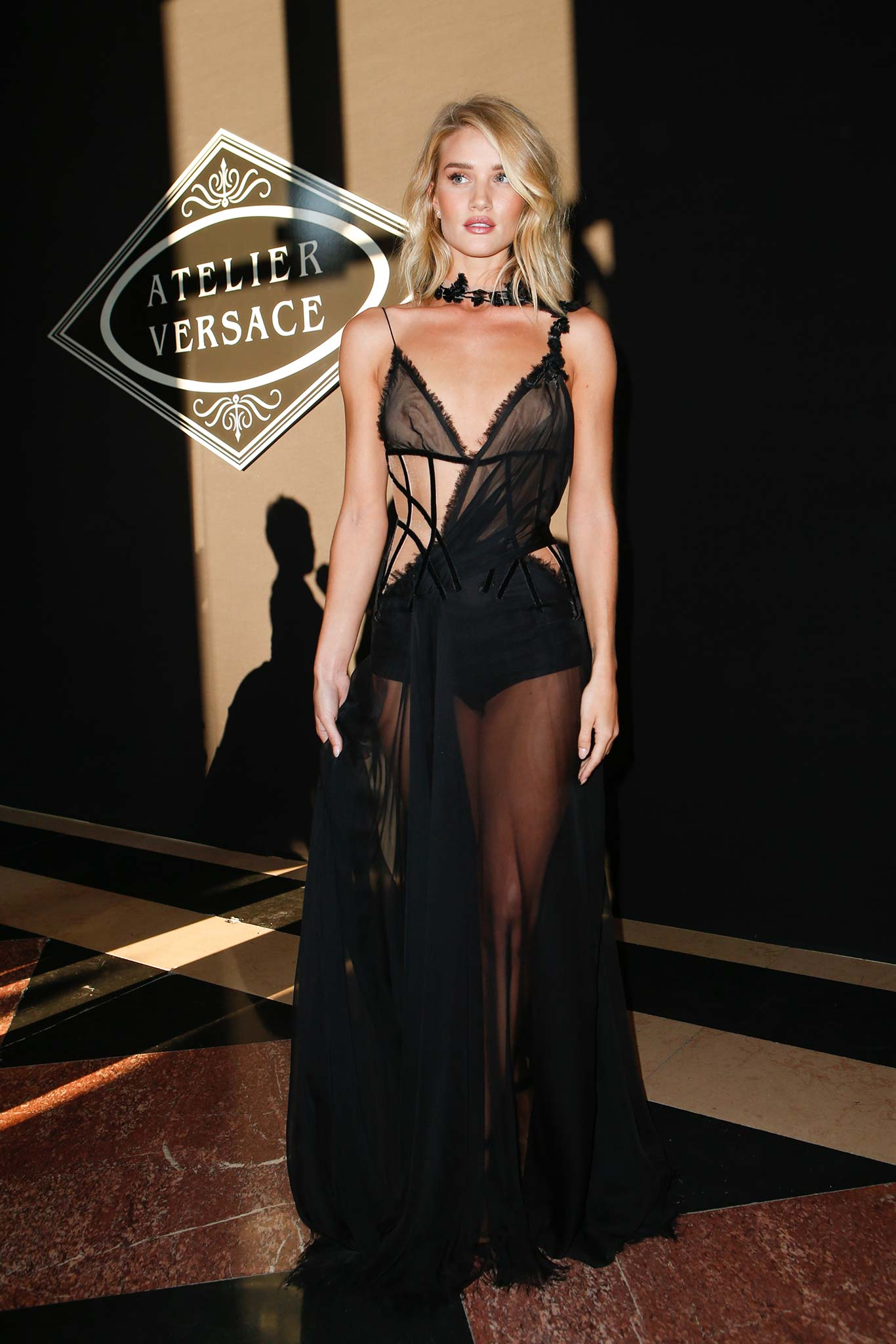 Rosie Huntington-Whiteley-fall-2015-couture/atelier-versace/front-row
