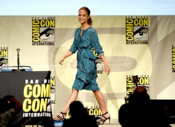 alicia-vikander-in-proenza-schouler-the-man-from-u-n-c-l-e-panel