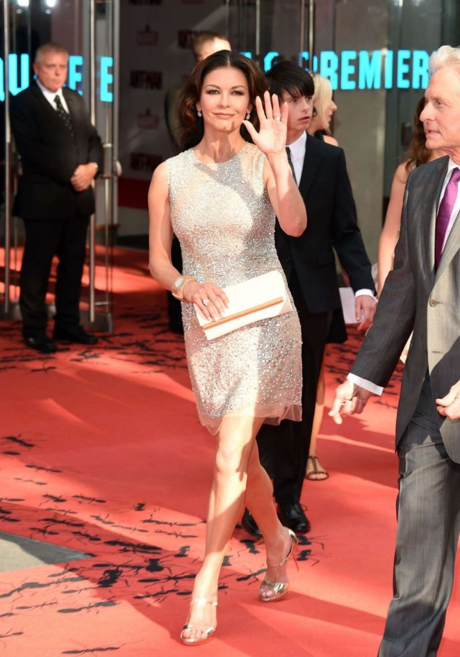 Catherine-Zeta-Jones--Ant-Man-UK-Premiere--04-662x945