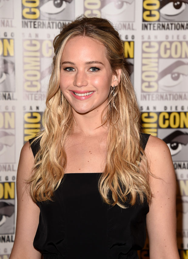 jennifer-lawrence-in-louis-vuitton-the-hunger-games-mockingjay-part-2-comic-con-2015-panel