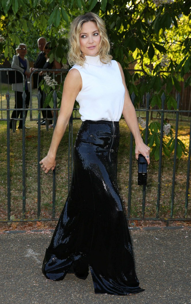 kate-hudson-in-louis-vuitton-the-serpentine-gallery-summer-party
