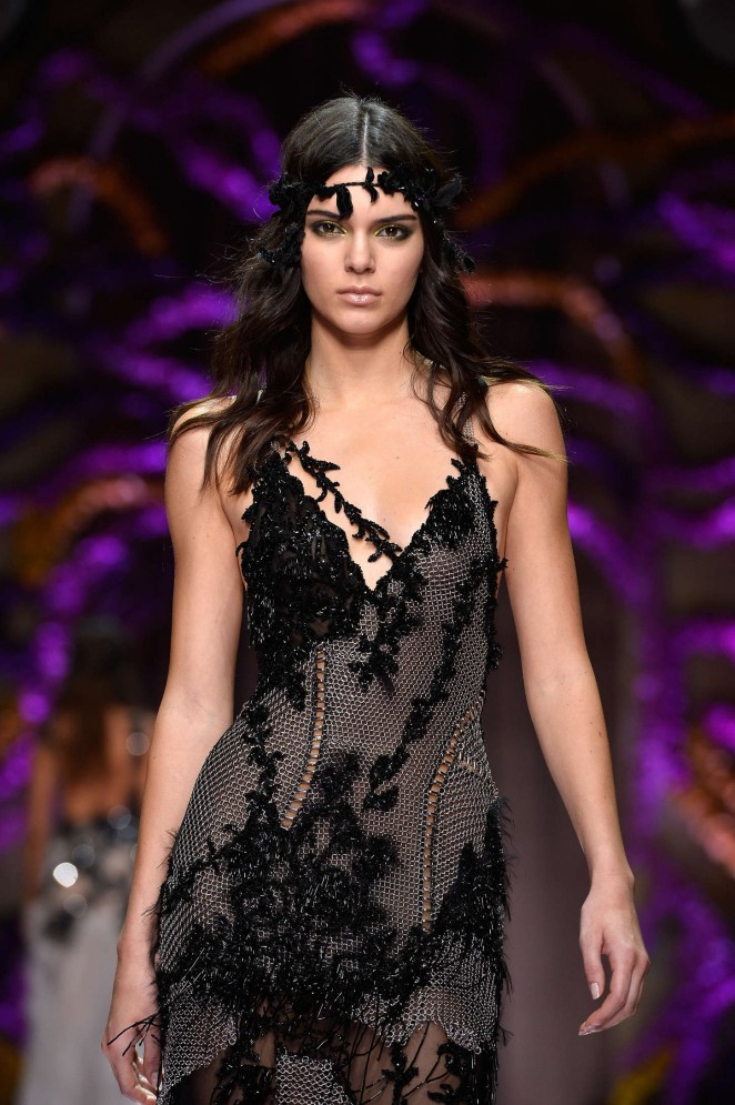 Kendall-Jenner--Atelier-Versace-Show