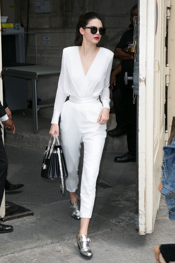 Kendall-Jenner-leaves-the-Chanel-show-as-part-of-Paris-Fashion-Week-Haute-Couture-FallWinter-20152016-on-July-7-2015