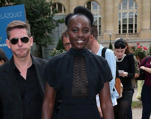 Lupita-Nyongo-Martin-Margiela-Fall-2015-Couture-Martin-Margiela-Resort-2016-Black-Lace-Panel-Dress
