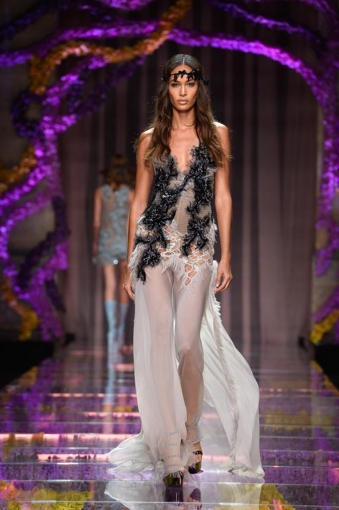 joan-smalls-Atelier-Versace-Show-