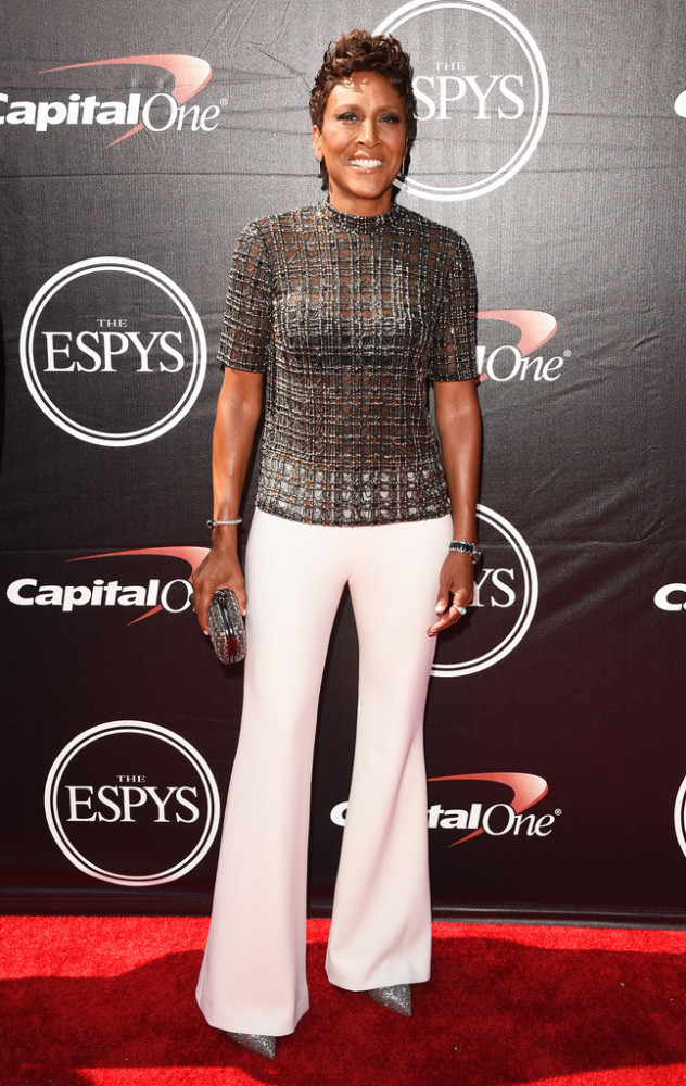 Robin-Roberts-was-stunningly-chic-in-a-Wes-Gordon-Fall-2015-black-gemoetric-embroidered-blouse-and-custom-ivory-stretch-wool-flare-pants-2015-espy-awards