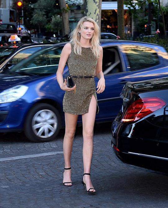 The-Vogue-Paris-Foundation-Gala-featuring-Naomi-Campbell-Joan-Smalls-John-Legend-lily-donaldson-1