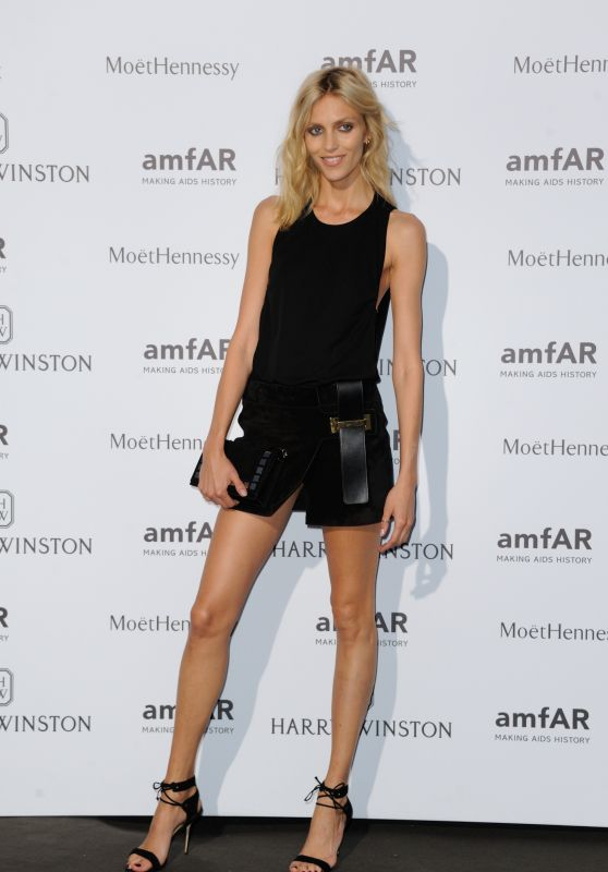 anja-rubik-on-red-carpet-amfar-dinner-in-paris-july-2015_1_thumbnail