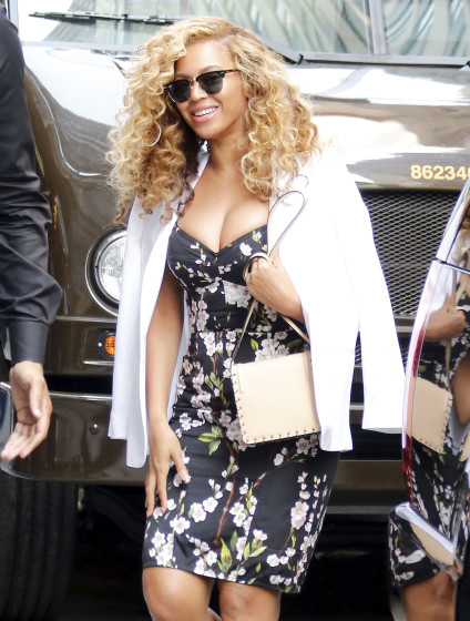 beyonce-knowles-in-dolce-gabbana-out-in-new-york-city