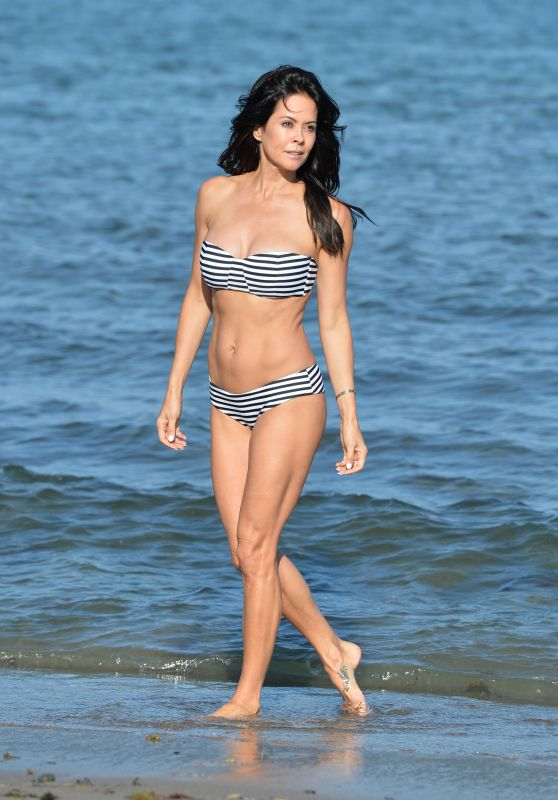 brooke-burke-in-a-bikini-on-a-beach-in-malibu-july-2015_1_thumbnail