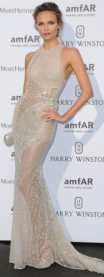 Natasha- Poly -on-red-carpet-amfar-dinner-in-paris-july-2015_1_