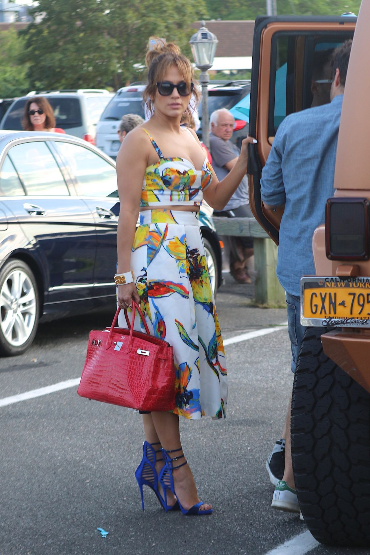 jennifer-lopez-with-family-in-sag-harbor-on-private-yacht-utopia-3-ny-july-2015-_8