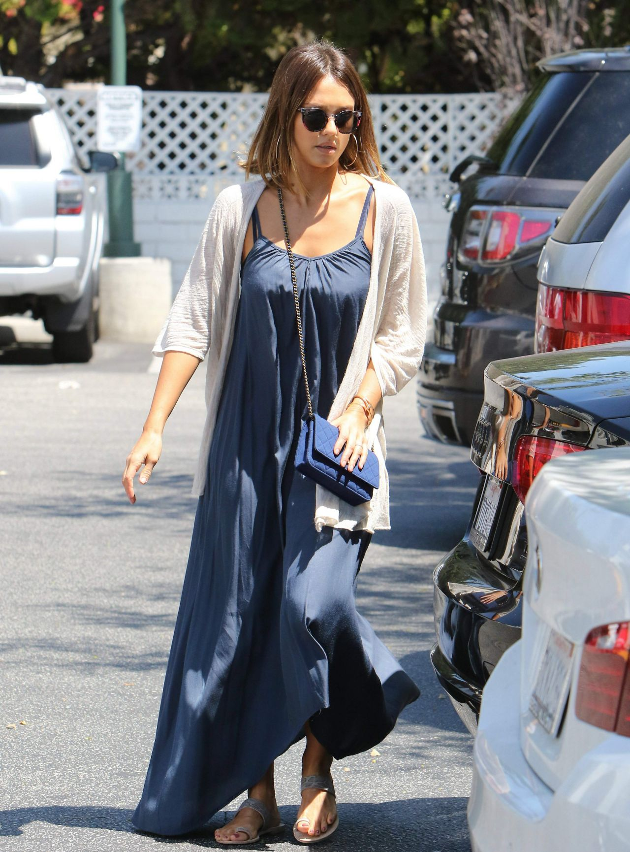 jessica-alba-shopping-at-bristol-farms-in-west-hollywood-july-2015_1