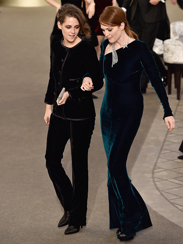 julianne-moore--chanel-fall-2015-couture-front-row/