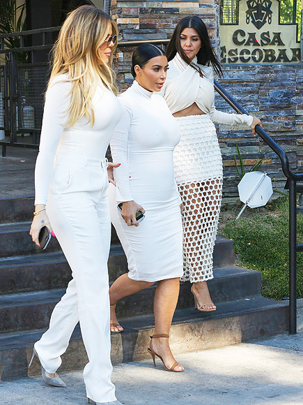 Khloe-Kim-and-Kourtney-Kardashian-wowed-in-white-fits-while-out-for-dinner-at-Casa-Escobar-in-California.