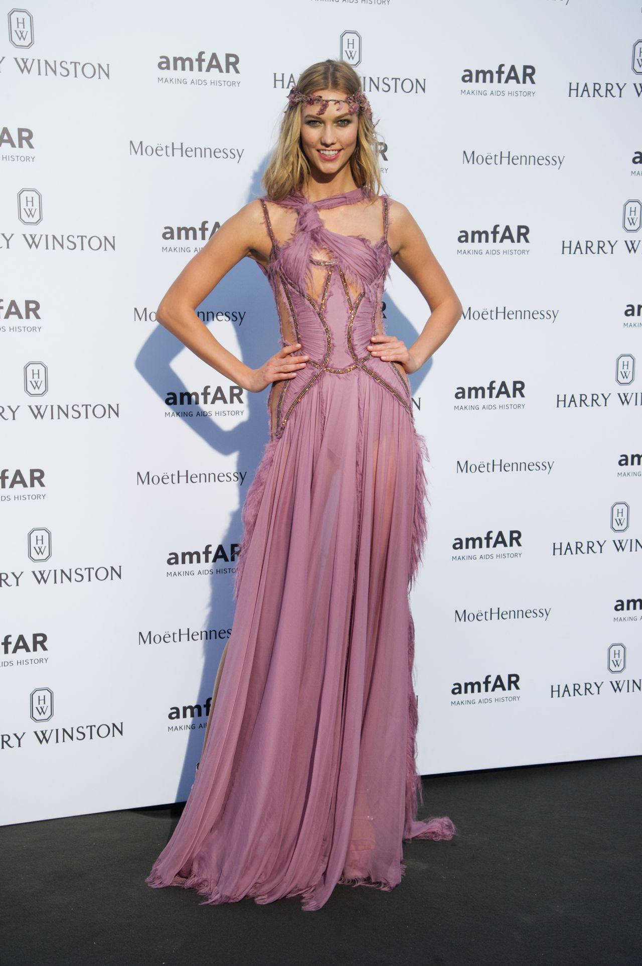 karlie-kloss-on-red-carpet-amfar-dinner-in-paris-july-2015_6
