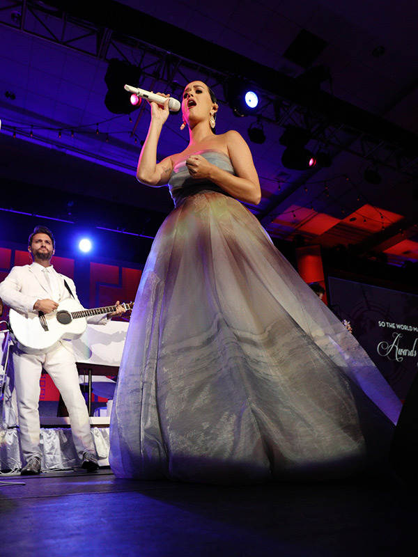 katy-perry-in-monique-lhuillier-2015-starkey-hearing-foundation-so-the-world-may-hear-gal