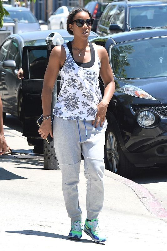 kelly-rowland-at-urth-cafe-in-los-angeles-07-24-2015