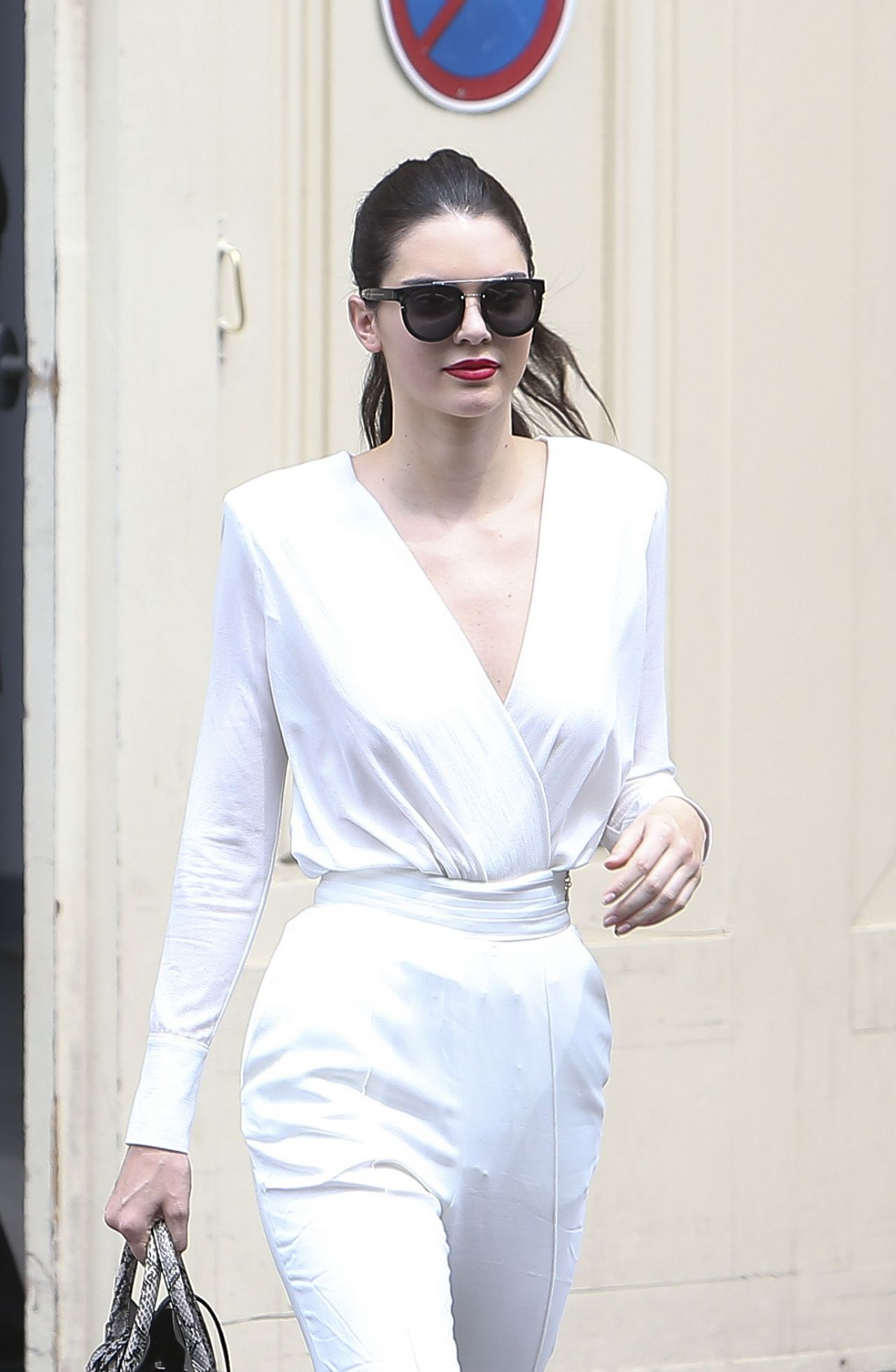 kendall-jenner-arriving-leaving-the-chanel-fashion-show-in-paris-july-2015_4