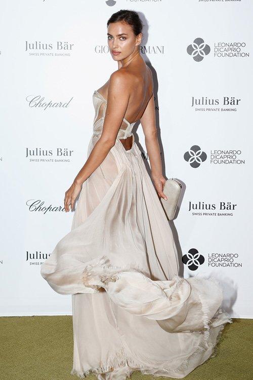 irina-shayk in-versace--leonardo-dicaprio-foundation-gala-2015