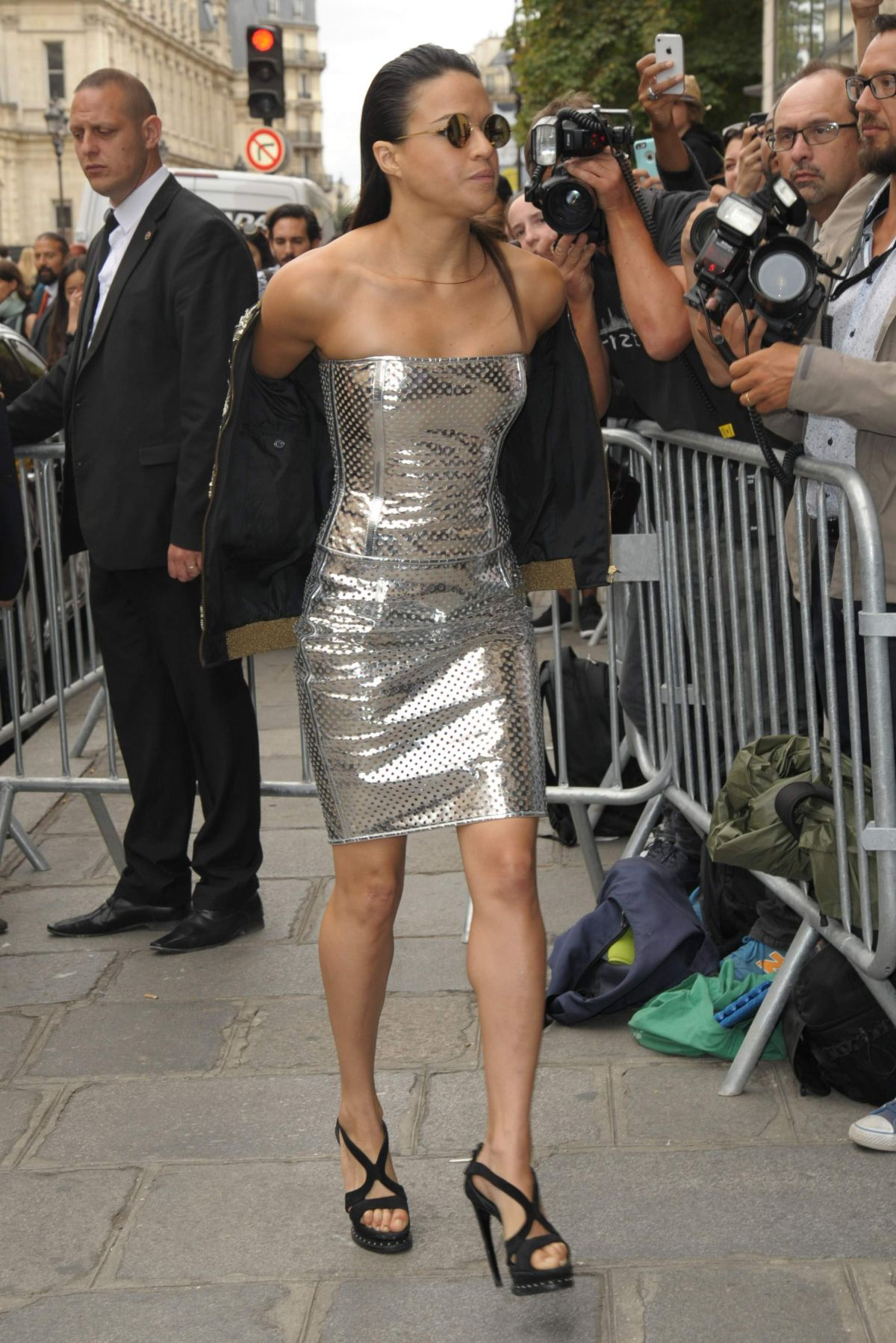 michelle-rodriguez-arrived-at-jean-paul-gaultier-show-during-paris-fashion-week_1