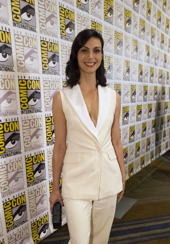 morena-baccarin-20th-century-fox-press-line-at-comic-con-in-san-diego-july-2015_1_thumbnail