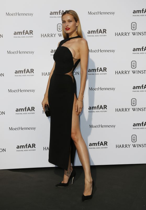 petra-nemcova-on-red-carpet-amfar-dinner-in-paris-july-2015_1_thumbnail