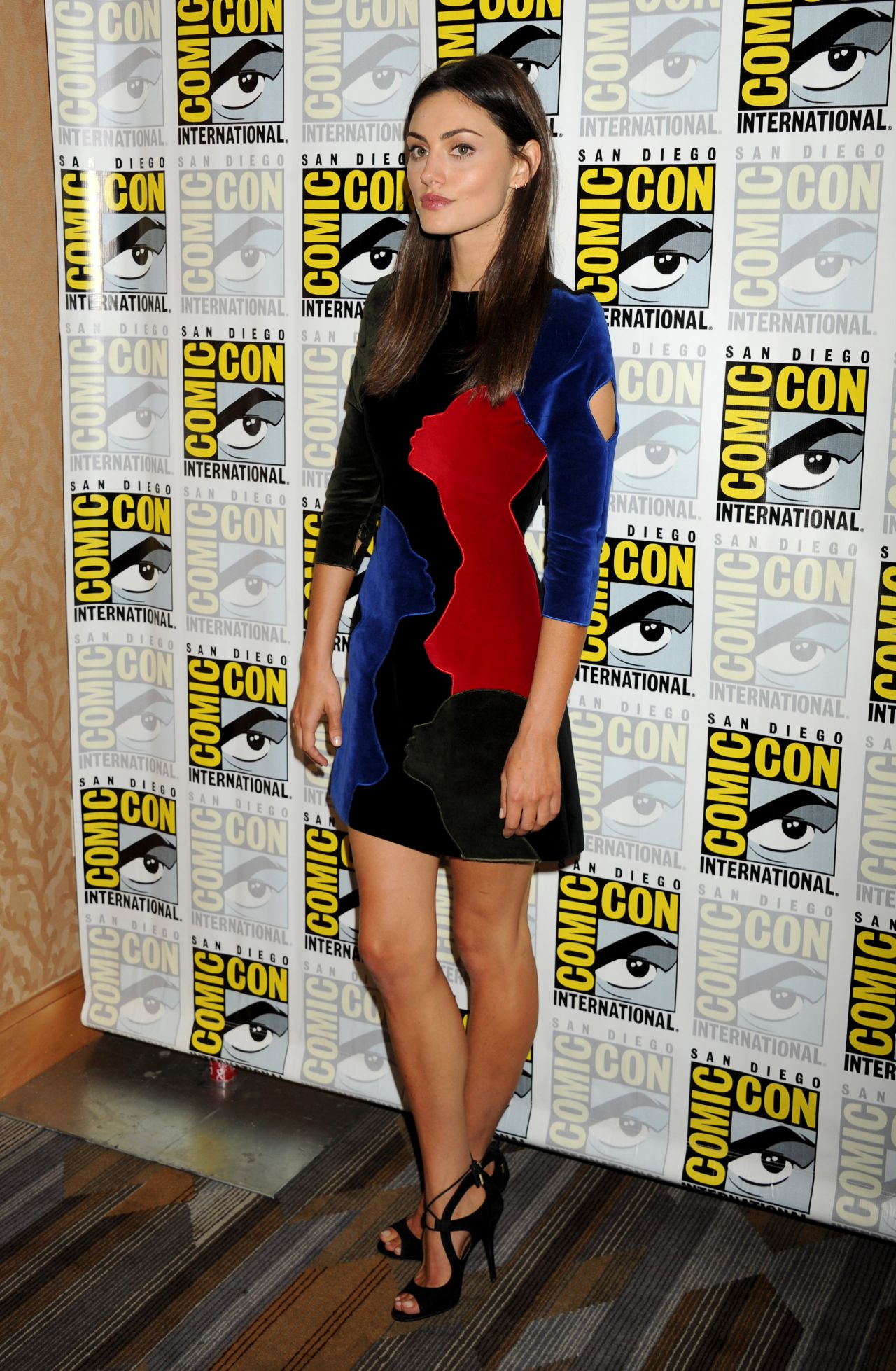 phoebe-tonkin-the-originals-press-line-2015-comic-con-in-san-diego_